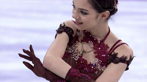 Evgenia Medvedeva leads after short program at Russian Cup