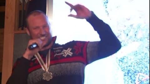 Svindal ofrece una sorprendente actuación de rap