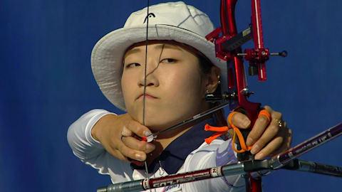 Олимпийский лук. Ки Бо Бэ побеждает действующую чемпионку Чхве Ми Сун