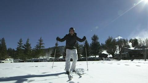 Le porte-drapeau des Tonga apprend à skier