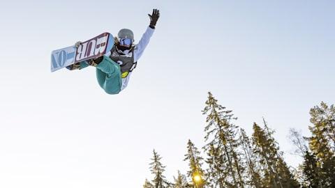 Un día con Emily Arthur, snowboarder australiana