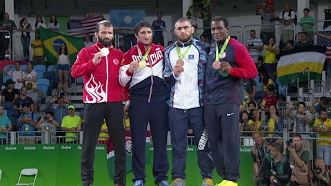 Sadulaev prend l'or en lutte libre