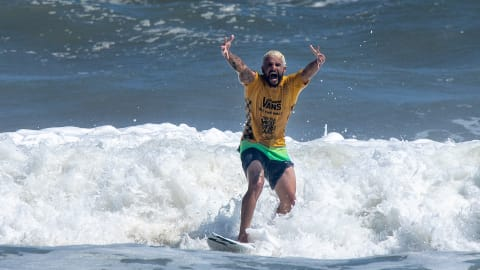 Epic win for late arrival Italo Ferreira at ISA World Surfing Games