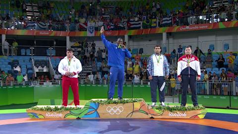 López se lleva el tercer oro en lucha grecorromana