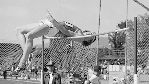 Fosbury revoluciona el salto alto en México 1968