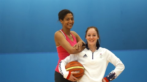 Sports Swap: Basketball vs. Trampolin mit Emmeline N'Dongue & Kat Driscoll