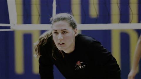 Le parcours d'une joueuse de volley transgenre jusqu'à son équipe féminine