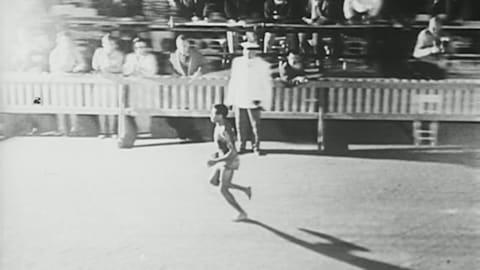 Босоногий Бекила завоевывает золото в марафоне