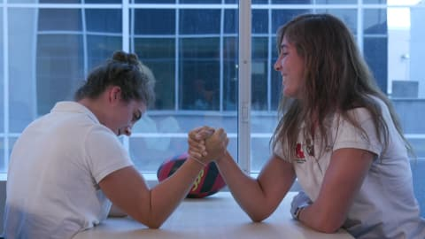 Spanish rugby women take on arm wrestle challenge