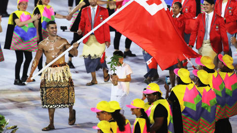 Tongan flag bearer completes your tweets on his 'oily' entrance
