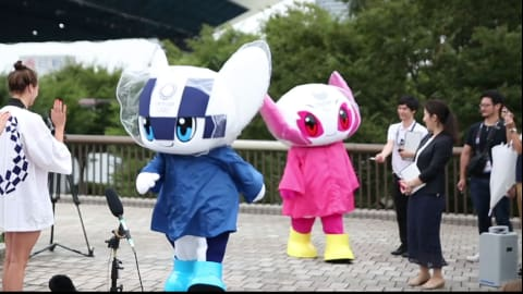 Miraitowa and Someity put on waterproofs for Tokyo Aquatics Center visit