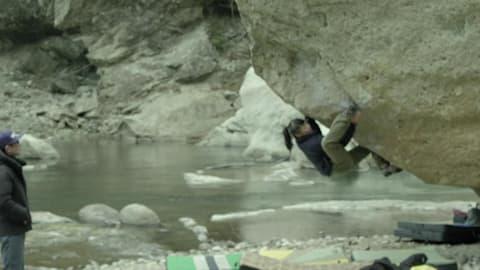 日本の天才クライマー、岩手の聖なる岩壁を攻略