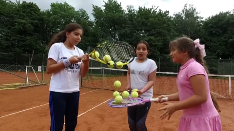 Syrian refugees enjoying the benefits of tennis in Denmark