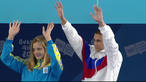 Das russisch-ukrainische Paar holt Bronze im Wasserspringen