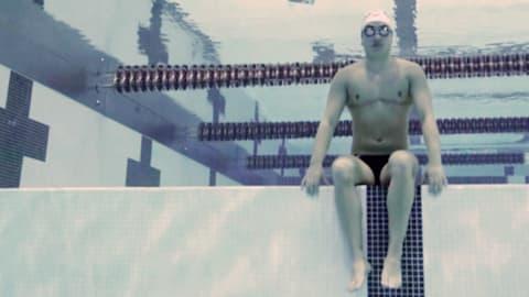 Трансгендерный спортсмен, попавший в мужскую команду по плаванию