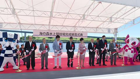 東京五輪ボート、カヌー・スプリントの会場・海の森水上競技場が完成、式典には小池都知事らが出席