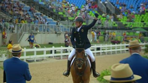 Юнг становится чемпионом по конному спорту в личном троеборье