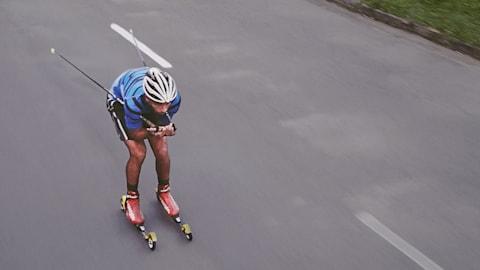 브라질의 첫 올림픽 크로스-컨트리 스키 선수, 길거리에서 훈련
