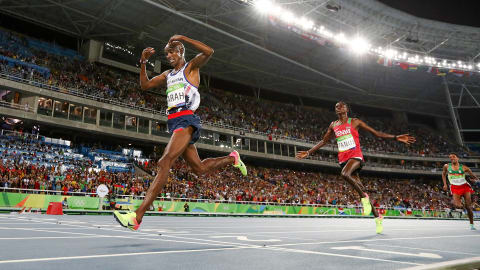 Mohamed Farah makes history in 10,000m event