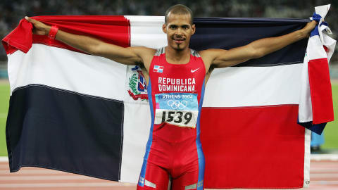 Félix Sánchez se queda con el oro en los 400 m vallas masculinos en Atenas