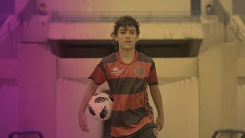 Aos 12 anos de idade, será que Lucianinho seguirá os passos de Neymar?