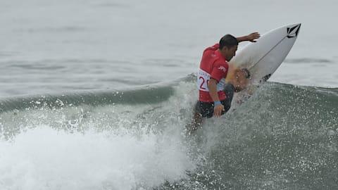 ASSISTA: Surfistas pegam ondas no evento teste da Tóquio 2020