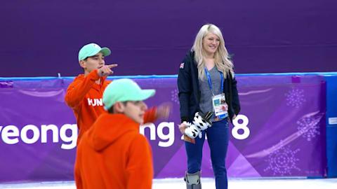 Liu ganha Ouro para Hungria e carrega sua namorada, Elise Christie, no pódio