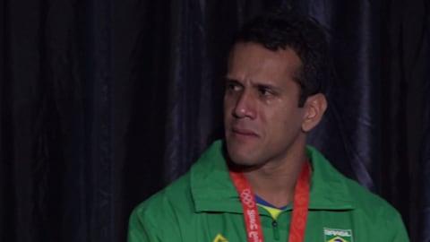 Des pleurs lors de la médaille de bronze du relais brésilien à Pékin