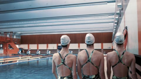 Alexandri triplets synchronise to chase swimming dream in Austria