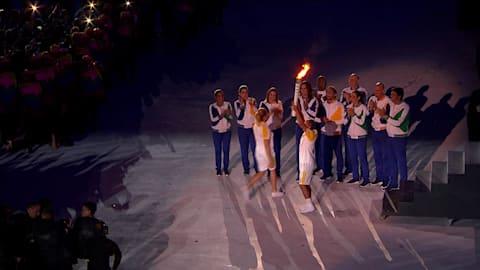 Vanderlei de Lima lights Olympic cauldron