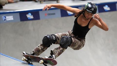 Lizzie Armanto eguaglia la leggenda Tony Hawk con il suo loop a 360°