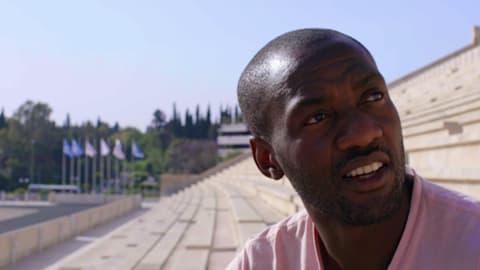 Le rameur Sizwe Ndlovu (RSA) au Camp de Réfugiés Eleonas en Grèce