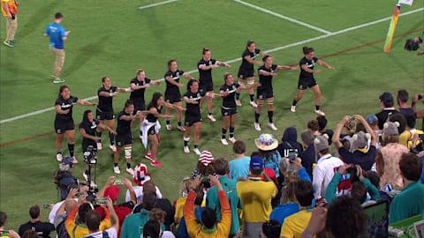 """Time de rugby de 7 da Nova Zelândia apresenta o tradicional """"Haka"""""""