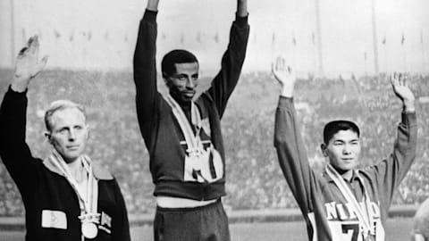 Бикила во второй раз выигрывает Олимпийский марафон