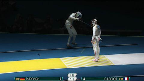 جوّال المبارز لافورت يسقط أثناء المباراة