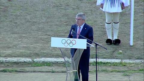 Thomas Bach bei der Entzündung der olympischen Flamme von PyeongChang 2018