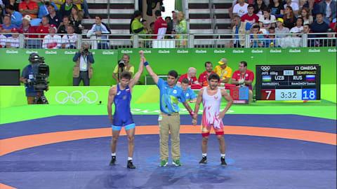سوسلان رامونوف (روسيا) يهزم اختيور نافروزوف (أوزبكستان) بالتفوق الفني الواضح: 18-7