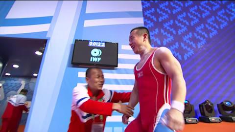 Campeão olímpico Om estabeleceu um novo recorde no Campeonato Mundial