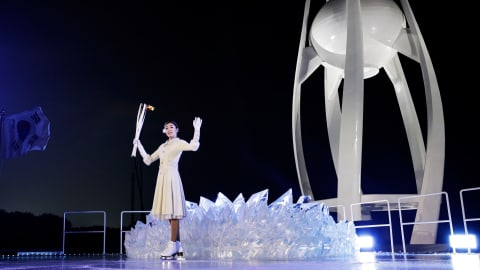 Yuna Kim lights the Olympic flame