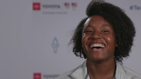 Simone Manuel se une a LeBron James para ayudar a niños en riesgo