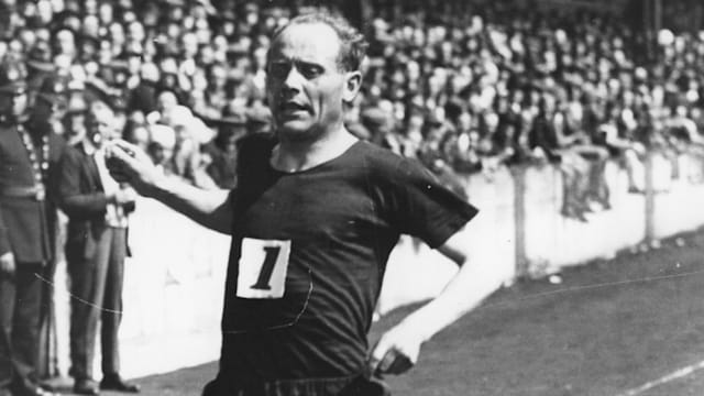 Finland's Paavo Nurmi's Middle Distance Nine Golds