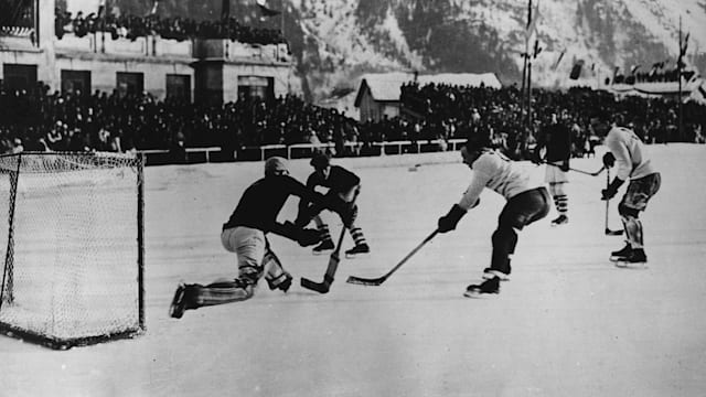 Canada takes on USA to win Gold at Oslo 1952