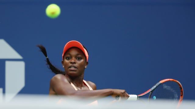 Sloane Stephens of the United States returns a shot during the final of the 2017 US Open. (Photo by Clive Brunskill/Getty Images)