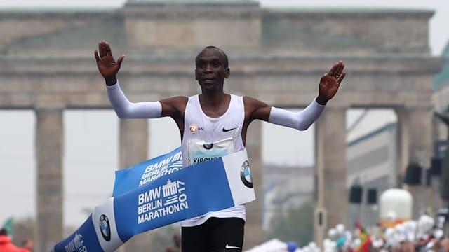 Eliud Kipchoge wins his second Berlin Marathon in 2017