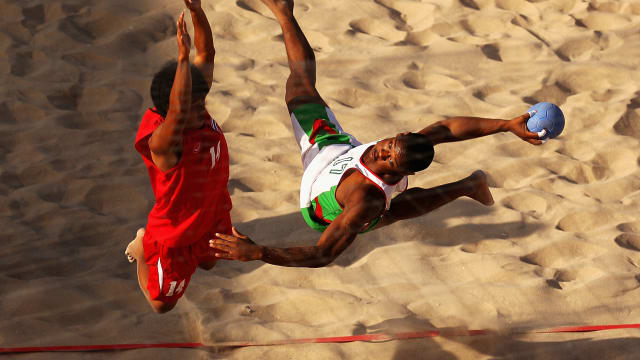 Sand allows beach handball players to be creative.
