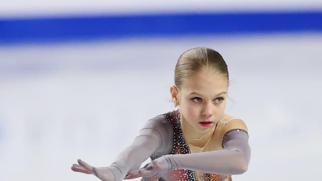 Russia's Alexandra Trusova retains her title at the World Junior Figure Skakting Championships in Zagreb