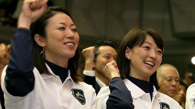 岩崎恭子(右)は14歳で金メダリストに。「今まで生きてきたなかで、一番幸せです」という名言を残した