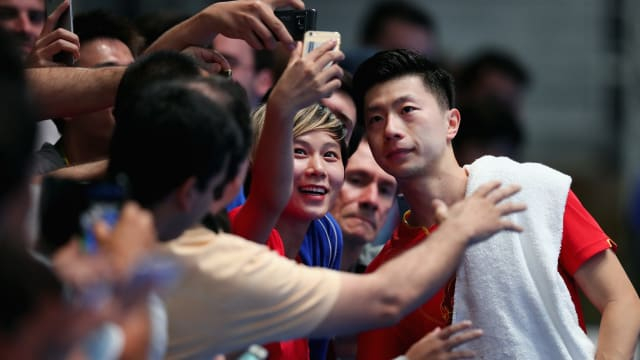 Ma Long posing with a fan at Rio 2016