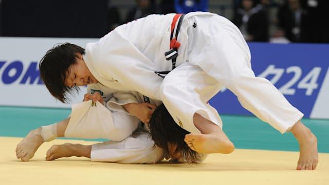 田知本(下)は国内のライバル、新井千鶴(上)を全日本体重別選手権で下し、リオ五輪の切符を獲得した(写真は2015年のもの)