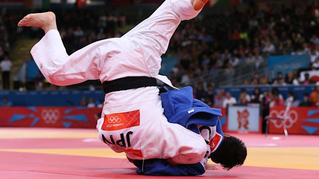 ロンドン五輪準決勝で中国の程菲との対戦時、肘を負傷し判定負け、大会後も精神的ダメージを引きずることになる